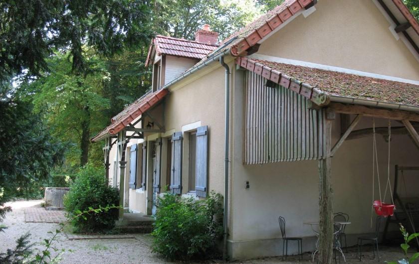 Location de vacances - Château - Manoir à Ourouer-les-Bourdelins - Petite maison dans le parc offrant 3 chambres avec chacune une sdb