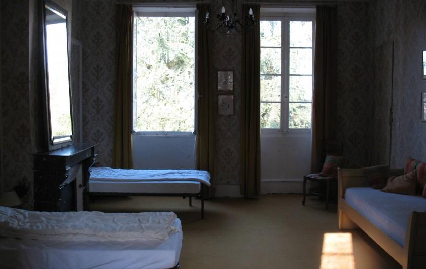 Location de vacances - Château - Manoir à Ourouer-les-Bourdelins - Chambre dortoir 3 lits