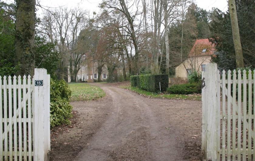 Location de vacances - Château - Manoir à Ourouer-les-Bourdelins - Entrée du parc