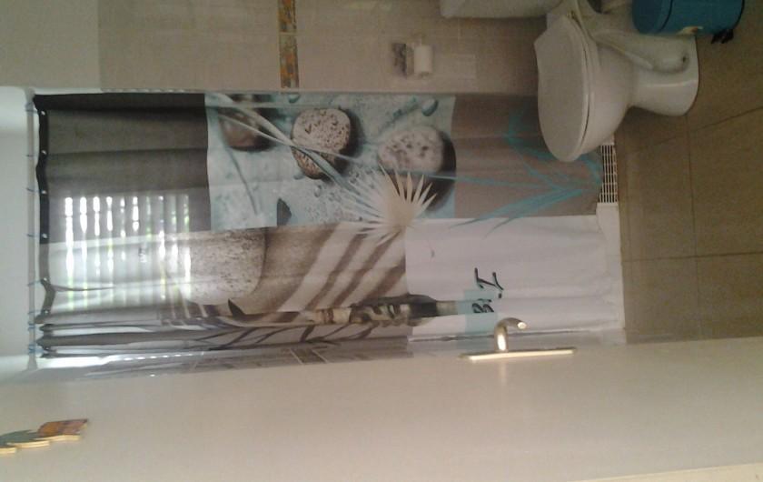 Location de vacances - Villa à Le Lamentin - Salle d'eau attente aux chambres