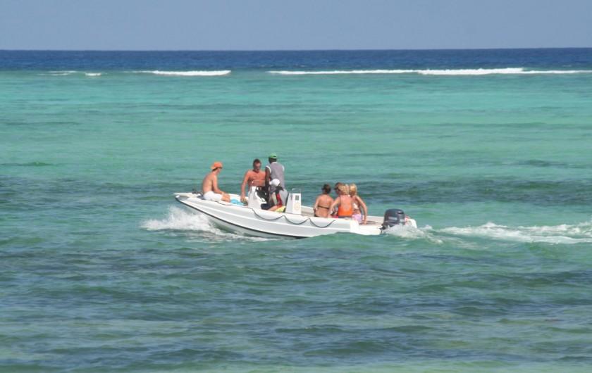 Location de vacances - Villa à Zanzibar - En route pour une plongée autour de l'île de Mnemba avec notre hors bord .