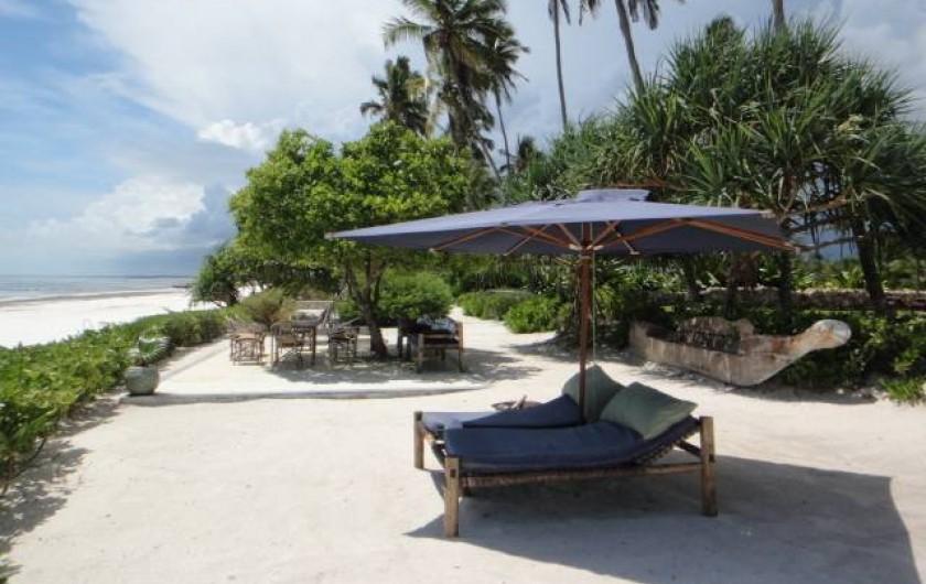 Location de vacances - Villa à Zanzibar - Notre plage privée , à gauche la lagune , à droite la piscine et la villa .