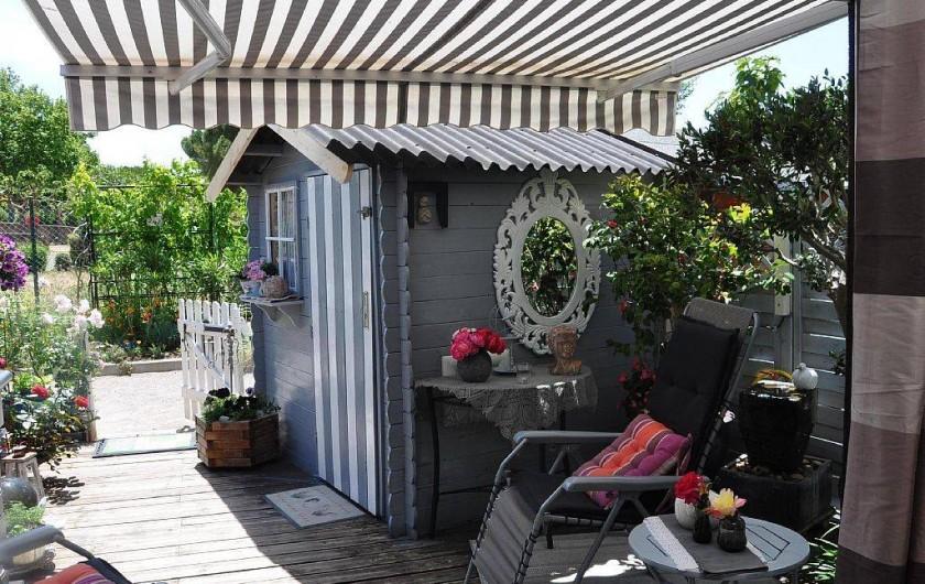 Location de vacances - Maison - Villa à Portiragnes - terrasse avec abri de jardin