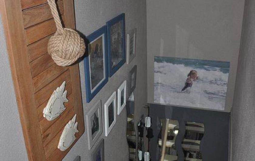 Location de vacances - Maison - Villa à Portiragnes - escalier desservant les deux chambres et la salle de douche