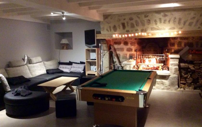 Location de vacances - Gîte à Monistrol-sur-Loire - salon billard avec canapé lit