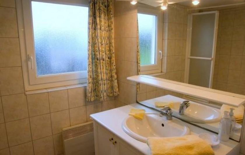 Location de vacances - Maison - Villa à Plouider - salle de bain avec baignoire