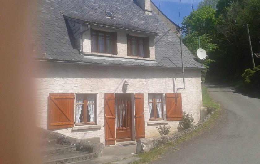Location de vacances - Maison - Villa à Saint-Bonnet-prés-Orcival - facade principale