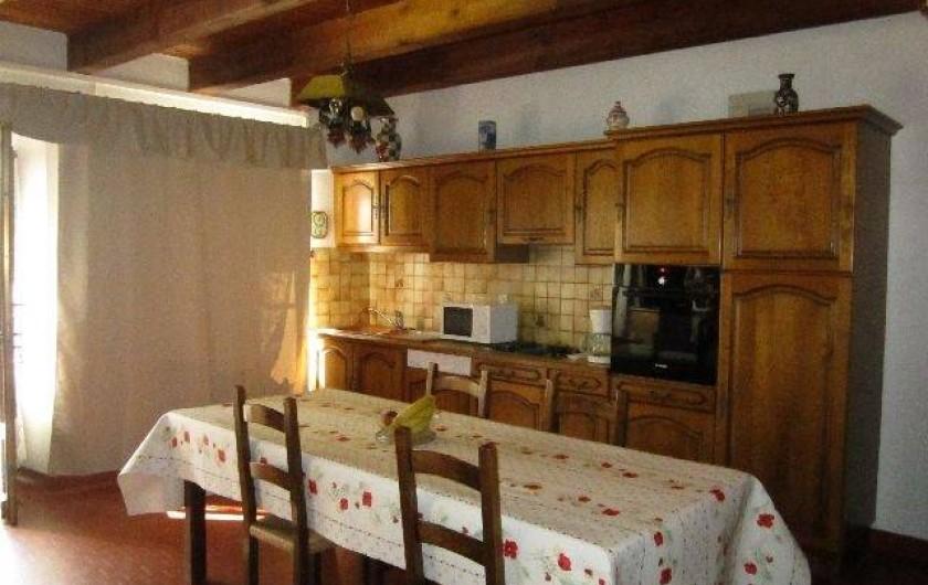 Location de vacances - Maison - Villa à Saint-Bonnet-prés-Orcival - cuisine salle a manger