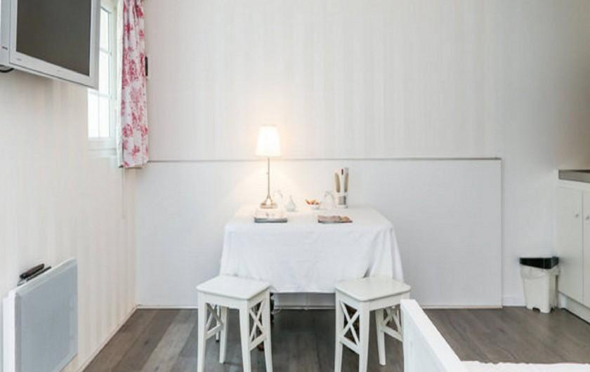 Location de vacances - Gîte à Saint-Michel-sur-Loire - Table de la pièce principale