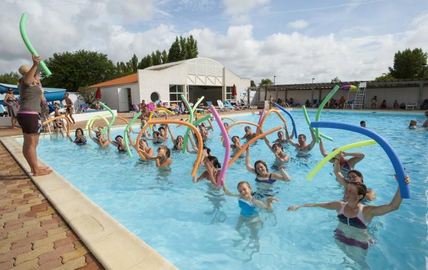 Location de vacances - Camping à La Tranche-sur-Mer - Le réveil aquatique dans la piscine extérieure