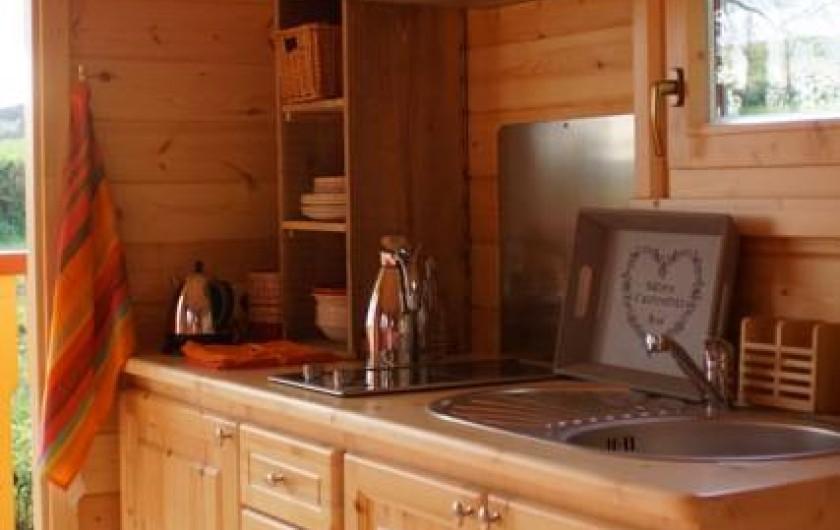 Location de vacances - Roulotte à Matour - Le coin cuisine