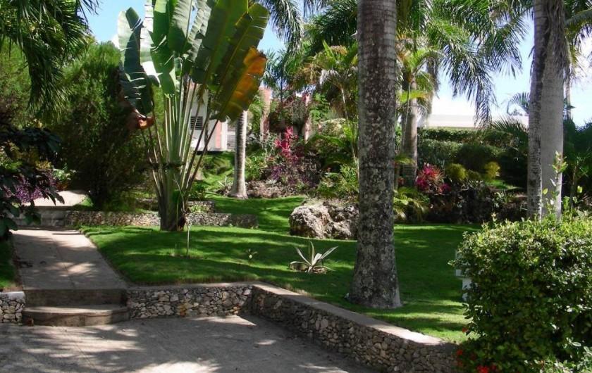 Location de vacances - Villa à Cabrera - Grand jardin sur la façade Sud de la villa