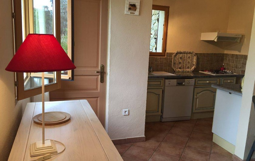 Location de vacances - Villa à Calvi - COTE SALLE A MANGER COIN CUISINE