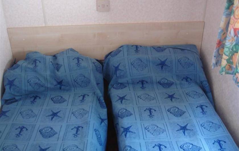 Location de vacances - Bungalow - Mobilhome à Kervoyal - chambre 2 lits simple