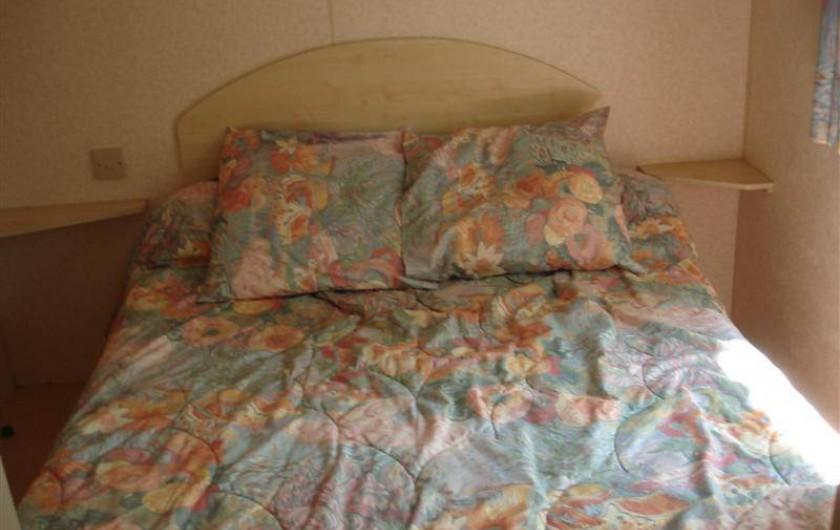 Location de vacances - Bungalow - Mobilhome à Kervoyal - chambre 1 lit double