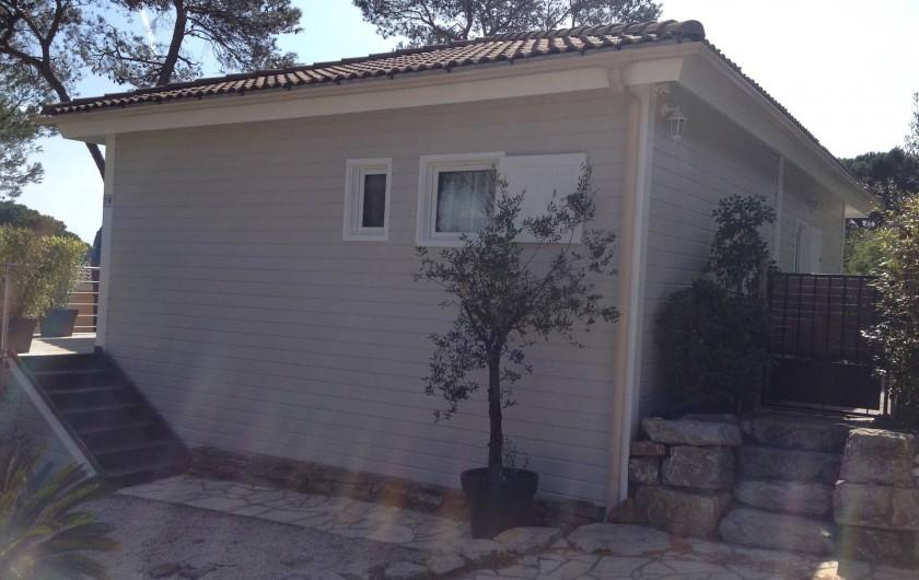 Location de vacances - Maison - Villa à Gassin - Côté avec parking