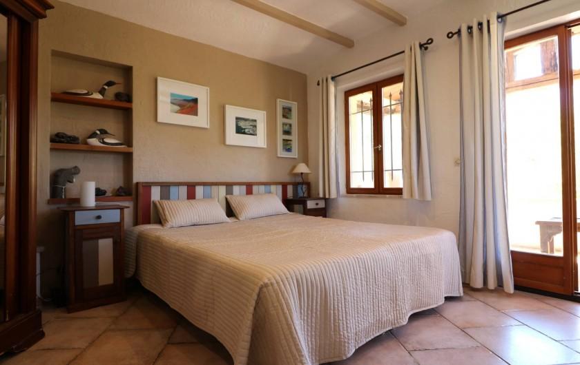 Location de vacances - Villa à Seillans - La chambre de maître avec sa salle de douche