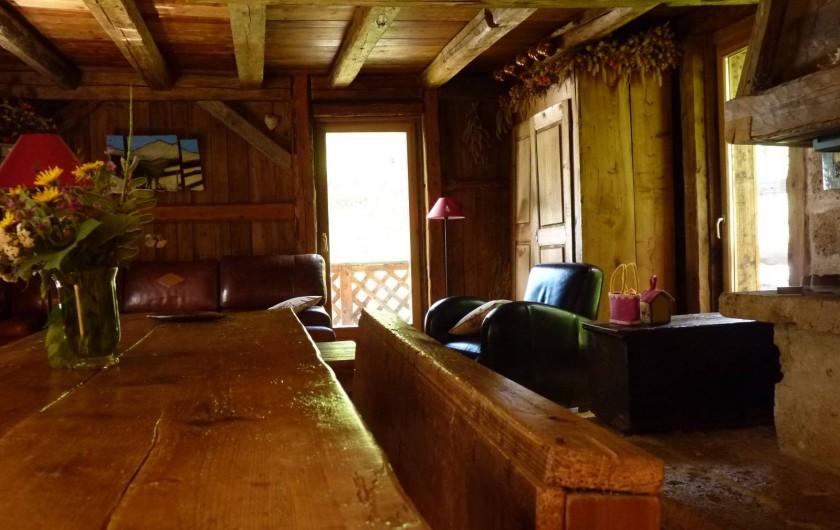 Location de vacances - Chalet à Saint-Gervais-les-Bains - vers le salon et sa cheminée savoyarde
