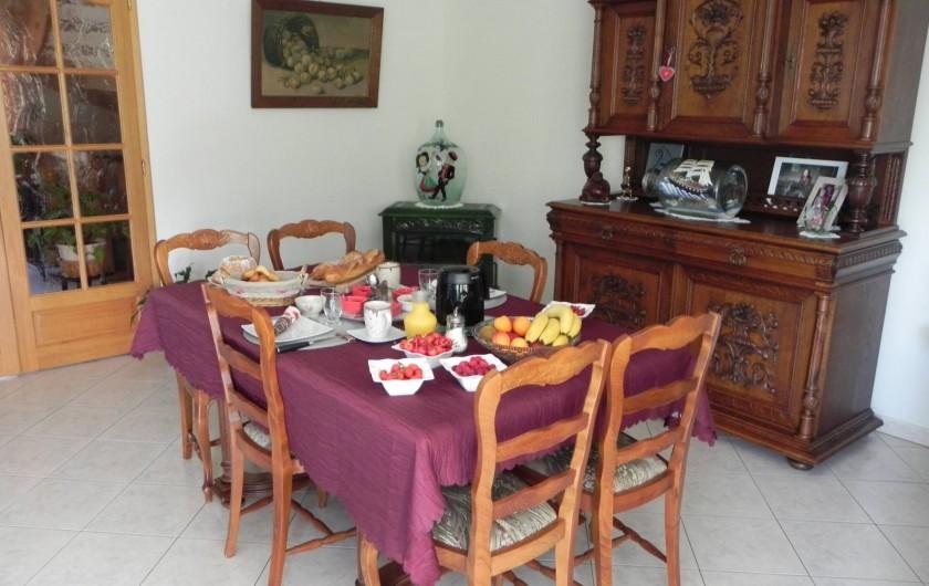 Location de vacances - Chambre d'hôtes à Saint-Pierre-Bois - Petit déjeuner en table hiver