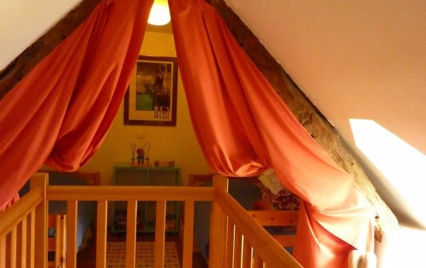 Location de vacances - Gîte à Cancale - Dortoir sur palier . 2 lits simples + 2 lits pliants pour enfants légers