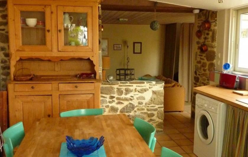 Location de vacances - Gîte à Cancale - Vue du salon par le passe-plat
