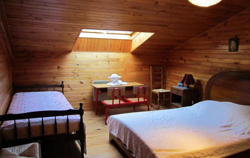 Location de vacances - Gîte à Valprionde - Chambre 2 avec un lit en 140 et un lit en 90