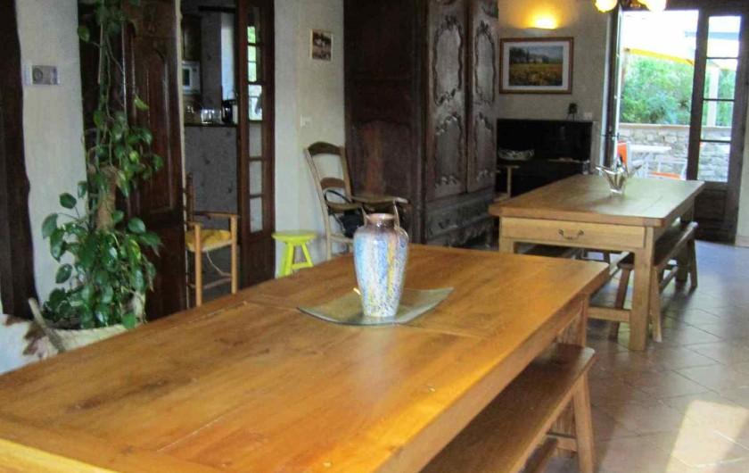 Location de vacances - Gîte à Valprionde - La salle à manger et ses tables en chêne