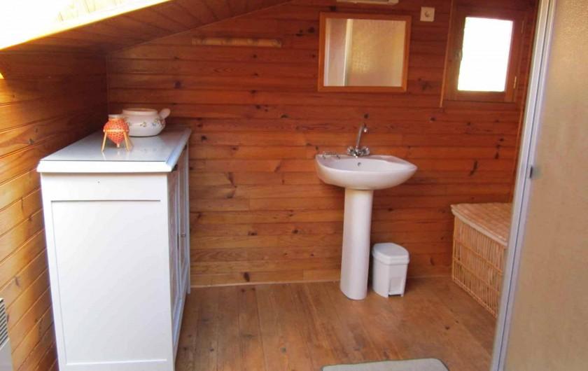 Location de vacances - Gîte à Valprionde - La salle d'eau côté chambres