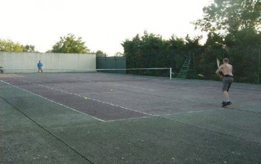 Location de vacances - Chalet à Montricoux - cours de tennis privé