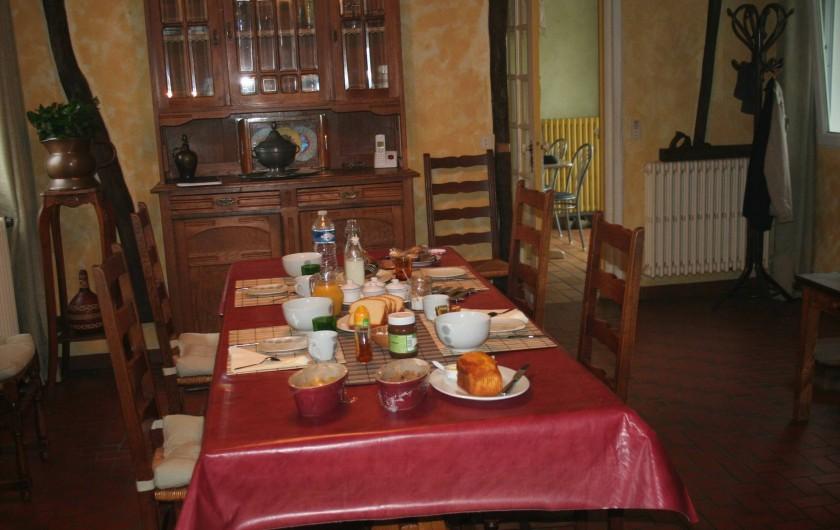 Location de vacances - Chambre d'hôtes à Ochancourt - petit dej  en famille