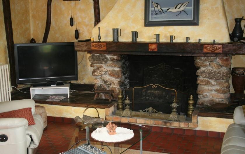 Location de vacances - Chambre d'hôtes à Ochancourt - coin Télé