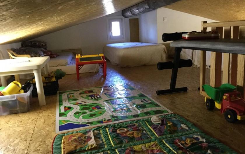 Location de vacances - Maison - Villa à Bormes-les-Mimosas - Etage climatisé : jeux enfant + lits simples