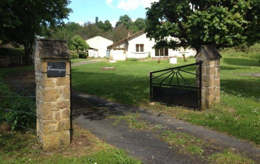 Location de vacances - Gîte à Auriac-du-Périgord - Portail d'entrée sur la propriété