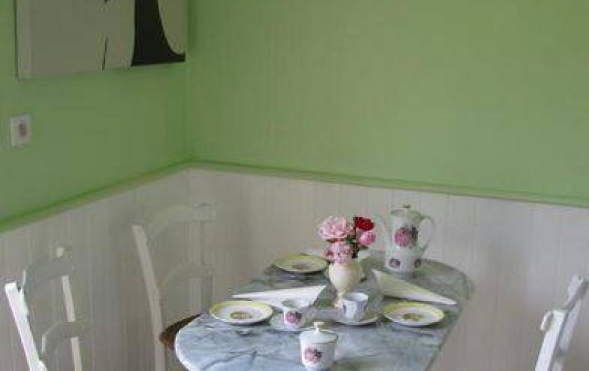 Location de vacances - Gîte à Auriac-du-Périgord - Cuisine coin repas