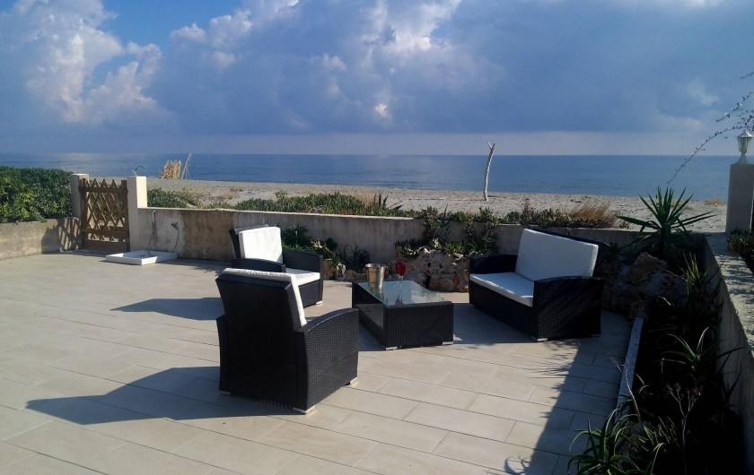 Location de vacances - Villa à Folelli - terrasse sur la plage