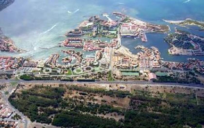 Location de vacances - Appartement à Le Barcarès - la résidence vue aérienne