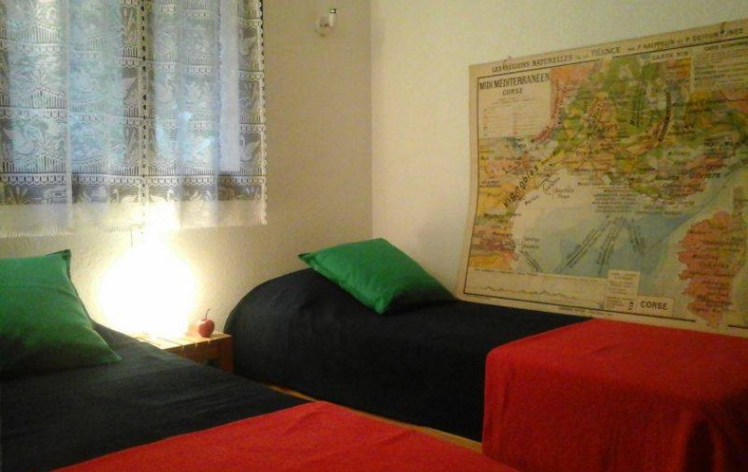Location de vacances - Maison - Villa à Ajaccio - Chambre au rez de chaussé, comprenant deux lits simples