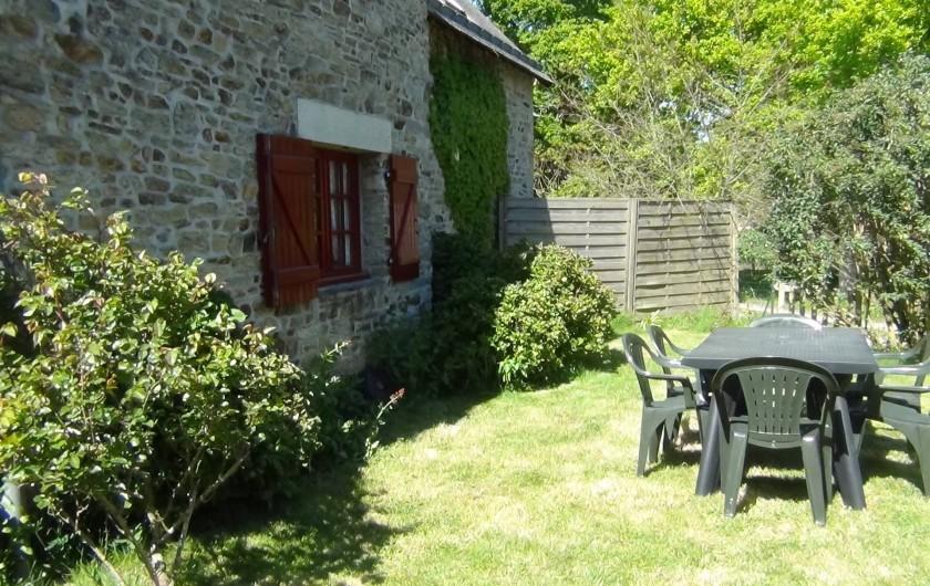 Location de vacances - Maison - Villa à Saint-Nolff - Jardin avec table et 6 chaises