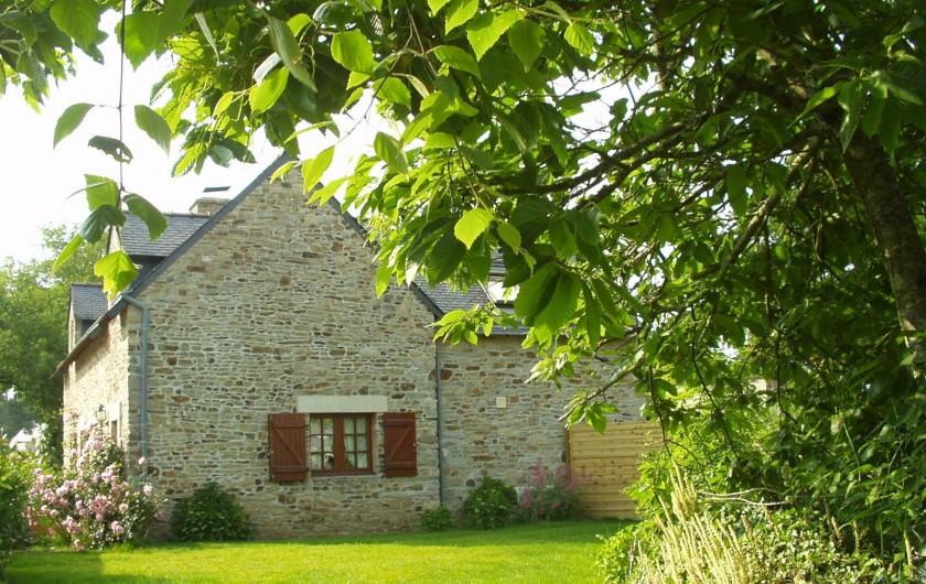 Location de vacances - Maison - Villa à Saint-Nolff - Vue du jardin clos et privatif