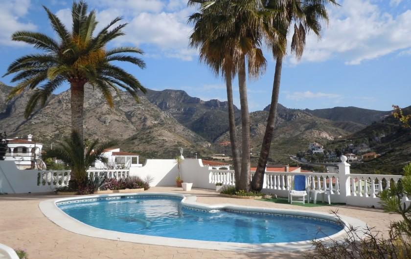 Location de vacances - Villa à Gandia - TERASSE DE LA PISCINE AVEC VUE SUR ALENTOURS