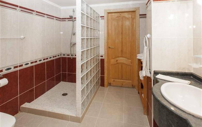 Location de vacances - Villa à Gandia - salle de douche rez de chaussee