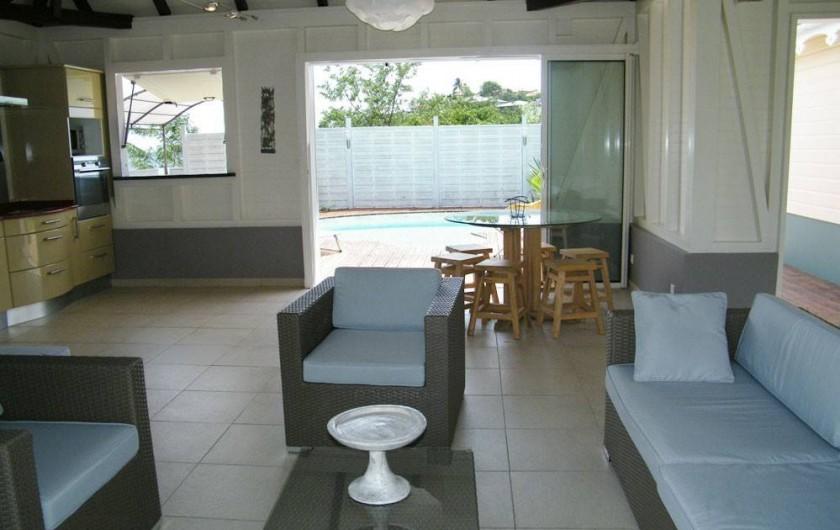 Location de vacances - Villa à Le Robert - Le salon et la salle à manger