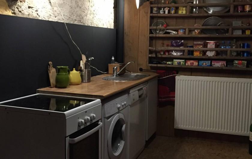 Location de vacances - Appartement à Thorens-Glières - La cuisine se situe à gauche de l'entrée