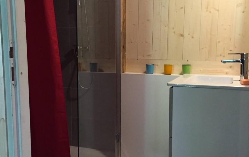 Location de vacances - Appartement à Thorens-Glières - La douche à gauche