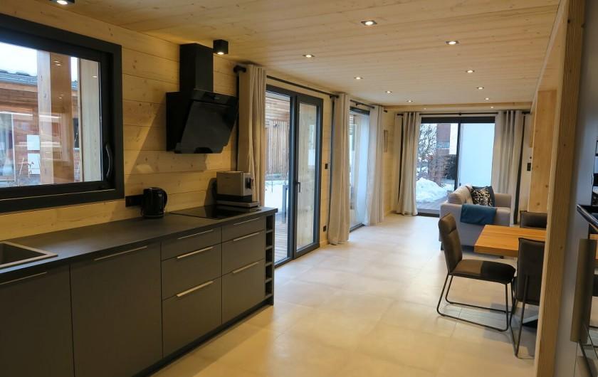 Location de vacances - Appartement à Les Gets - Espace cuisine ouverte sur pièce à vivre