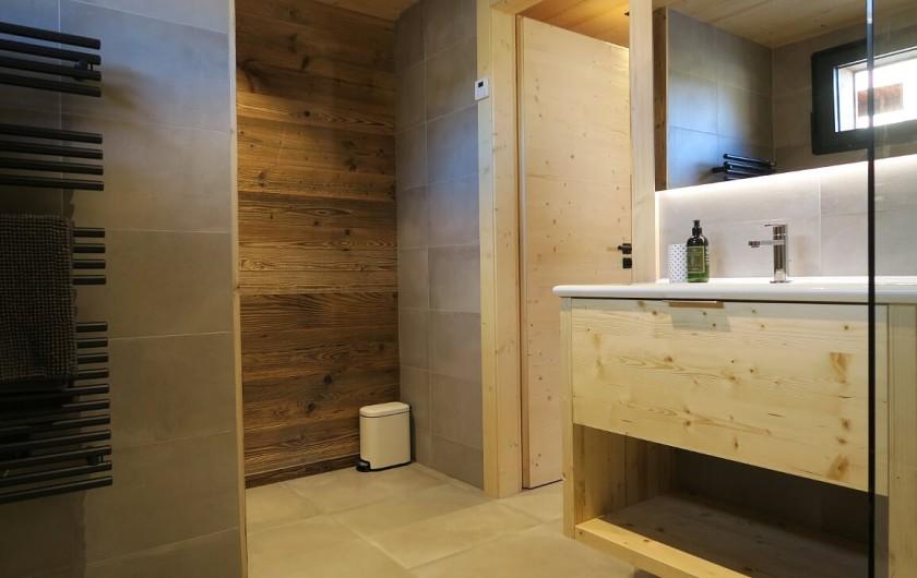 Location de vacances - Appartement à Les Gets - Salle de douche avec toilette - Chambre 2