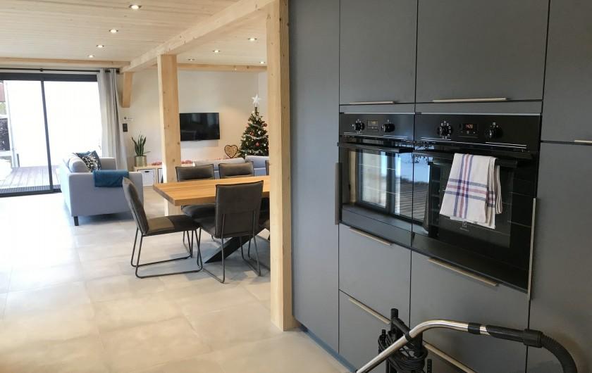 Location de vacances - Appartement à Les Gets - Cuisine espace rangement