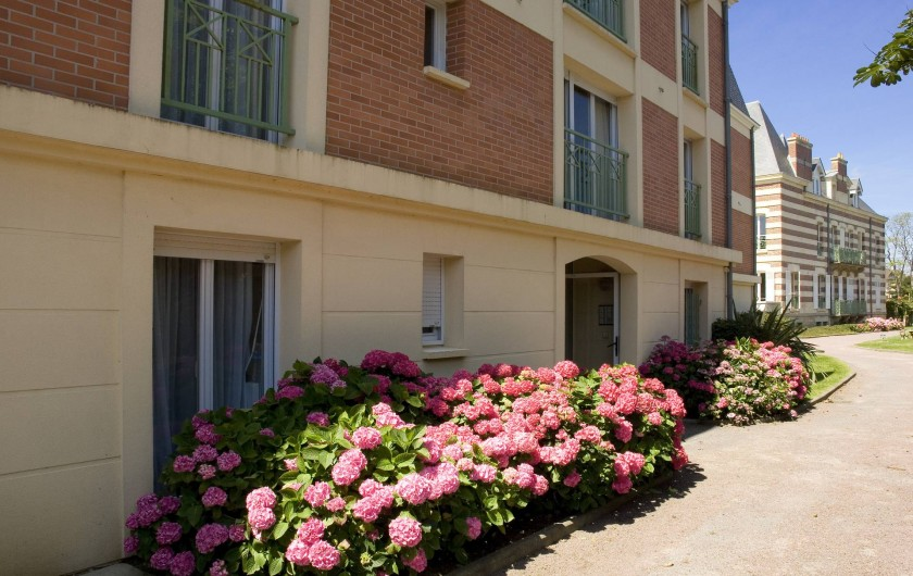 Location de vacances - Appartement à Cabourg - Entrée Immeuble