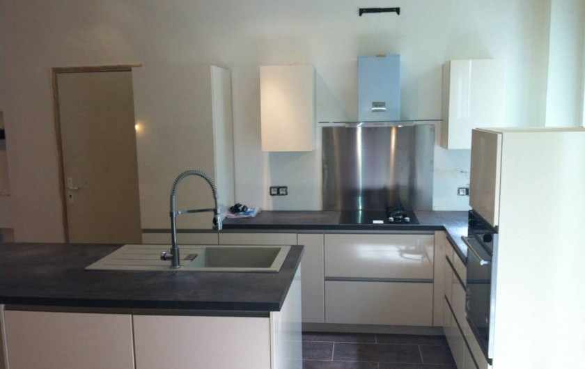Location de vacances - Appartement à Marseille - Cuisine équipée (réfrigérateur, plaques à induction, four, lave-vaisselle, etc)