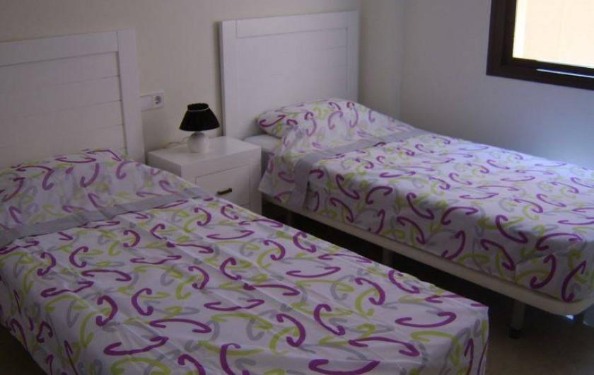 """Location de vacances - Appartement à Marina de Casares - Vue de la chambre """"enfants"""""""